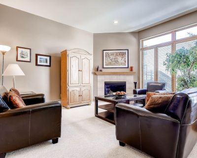 Contemporary Condo Minutes from the Village - 3 Bedrooms Each with Private Bath - Vail