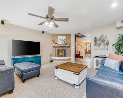Dog-friendly Two-story Condo W/patio, Shared Pool, Pool Spa, High-speed Wifi, AC - North Mountain