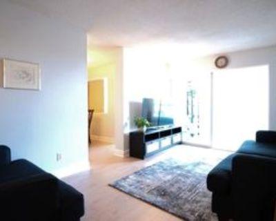 145 Hillcrest Avenue #206, Mississauga, ON L5B 3Z1 2 Bedroom Condo