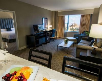 2-bedroom Suite at Hilton Milwaukee-city Center by Suiteness - Westown