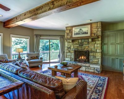 3BR Cottage, Mtn Views, King Suite w/ Jetted Tub, Great Location in Hound Ears Gated Community! - Watauga