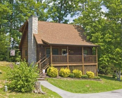 Honey Bear Bungalow ~NEW LISTING!~Easily Accessible!~4 Mins. from The Parkway! - Pigeon Forge