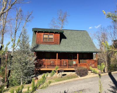 *Beary Cozy* Minutes From Town! Hot Tub, Pool Table Gorgeous View!! Book Today! - Pigeon Forge