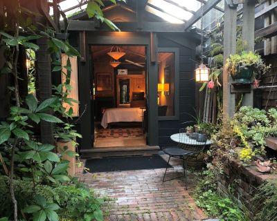 Beautiful and Lush Hidden Wisteria Getaway - Alameda