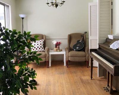 Private room with shared bathroom - Rockville , MD 20852