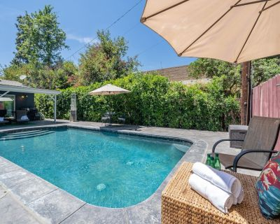 LA Summer Dream Gem in Best Neighborhood! Heated Pool! By Universal Studios! - Sherman Oaks