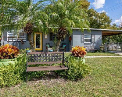 Quiet Cottage Retreat Near UCF - Orlando