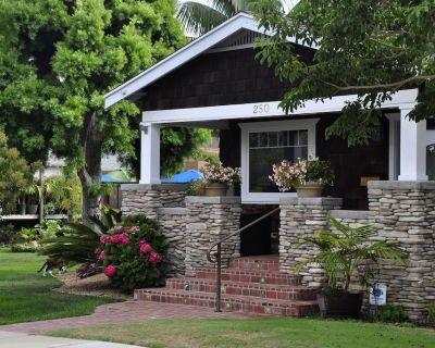 Vintage Bungalow - 1 Block to Beach Acesss - Encinitas
