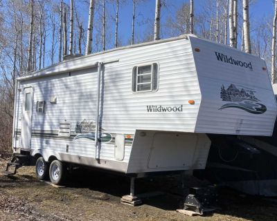 25 1/2 ft fifth wheel camper with slide out