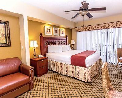 Westgate resort studio. Sleeps 4. Kitchenette. Patio. Sofa and king size bed. - Orlando