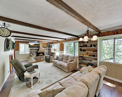 Charming Peaceful Pines Lodge w/ Fireplaces & Game Room - Cedar Glen