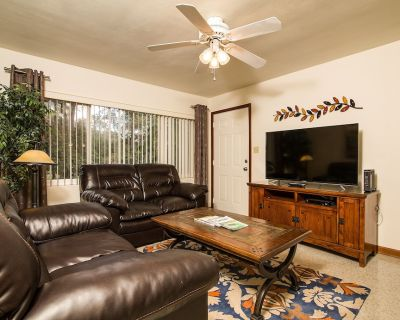 """Economy pricing with everything included: 2 bedrooms, 55"""" TV, WiFi, Dishwasher - Gateway Park"""