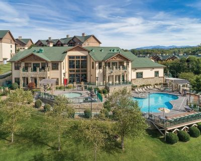 Sevierville, TN: 1 Bedroom Condo: Mountain Views, Whirlpool Tub & Great Location - Sevierville