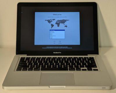 Macbook Pro 13 inch, mid-2010, 120 GB SSD, 8GB ram, 2.4 GHz Core 2 Duo