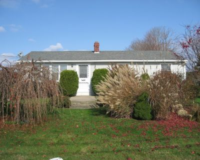 Booking 2020! Delightful summer cottage w/ central A/C - Narragansett