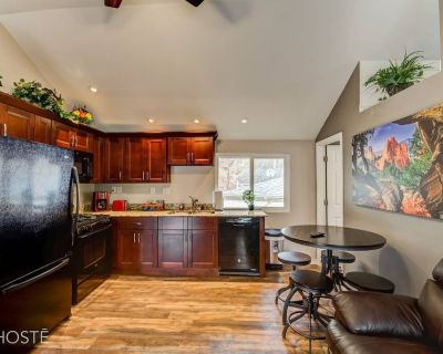 3BR Manitou Springs 2min to Restaurants w/Hot Tub! - Manitou Springs