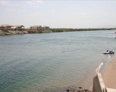 STEPS to RIVER with GREAT BEACH--SNOWBIRDS WELCOME!-Havasu/Laughlin/Needles - Colorado Shores