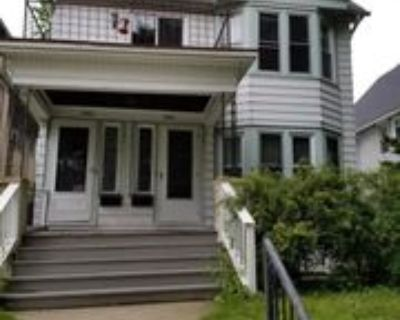 2906 North Maryland Avenue #Lower, Milwaukee, WI 53211 3 Bedroom Apartment