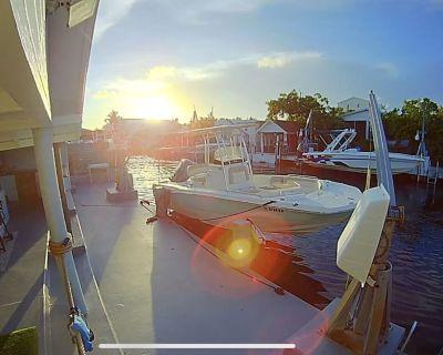 Nautical Waterfront Cottage & Private Beach, Outdoor Bar - Key Largo Village