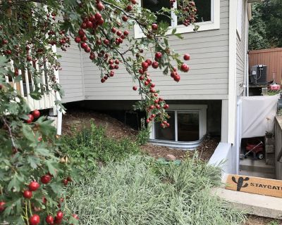 Cozy private basement apartment on North Boulder park - Newlands