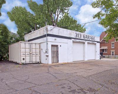 Retail/Industrial Repair Garage for Sale