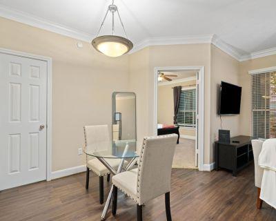 Pink Passion, a Large 1bd, Pet Friendly Apartment - Braeswood Place
