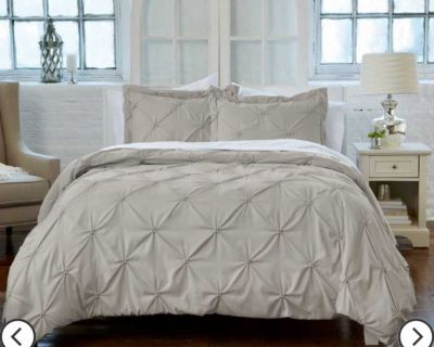 King duvet cover (just purchased). Includes 2 Shams. Sold my King Bed so I cannot use!