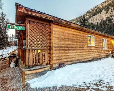 Cozy waterfront cabin w/mountain view, wood stove & hot tub - South Fork
