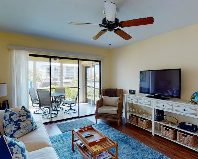 Watch the boats go by in this peaceful condo - South Island