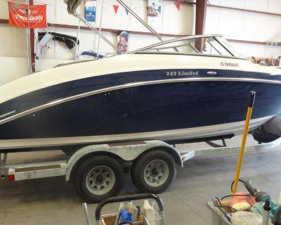 2011 Yamaha Boats 242 Limited