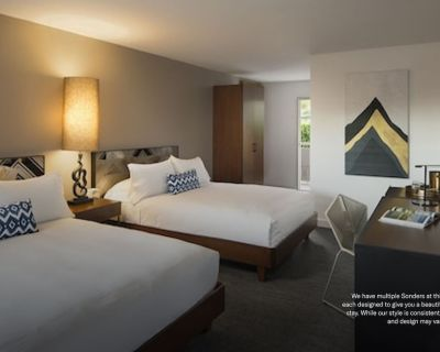 Sonder at V Palm Springs | Classic Room + Pool - Palm Springs