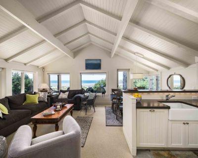 Oceanfront, 2 Master suites, prestigious neighborhood, sauna - Cannon Beach