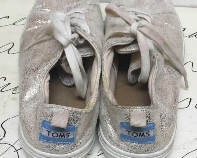 Gold glittery toms size 4