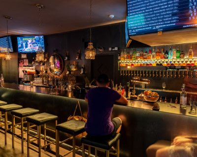 Full Restaurant and Bar right off the Freeway and 15 minutes away from the Airport., Phoenix, AZ