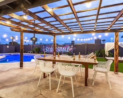 BRAND NEW TO VRBO - Resort Backyard with Jacuzzi, Pool, Loungers, Giant Connect 4 and More! - Papago Parkway