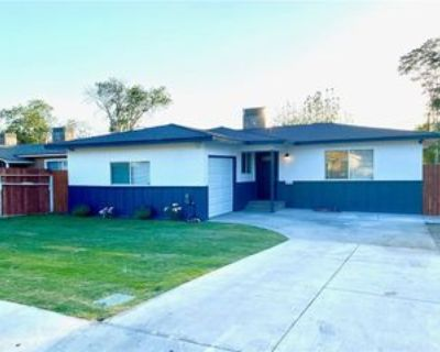 705 R St, Bakersfield, CA 93304 3 Bedroom House
