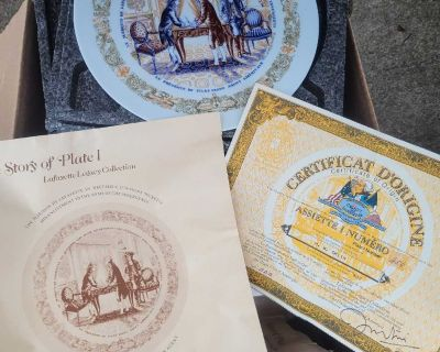 Set of 6 collectible plates