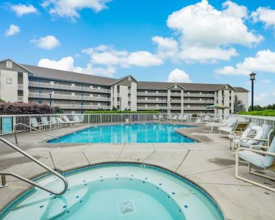 Smoky Mountain Bliss Whispering Pines 323, 2BR, Pools, Lazy River, Gym, Hot Tub, - Pigeon Forge