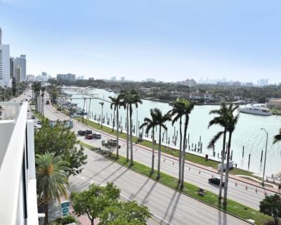 AWESOME PLACE! 1 BAYFRONT 2BR/2BA MASTER SUITE, POOL, TENNIS, GYM, BEACH - Mid Beach