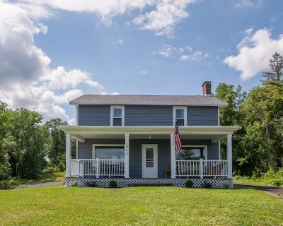 """Wolffy's House on the Hill: """"Charming Cayuga Lake Home with Sunrise Views!"""" - Seneca Falls"""