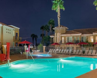 Desert Springs II One bedroom- Come escape to beautiful Palm Desert! - Palm Desert