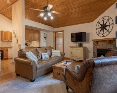 Super Cozy Lodge at Stonebridge! Pet Friendly! Truly a Tranquil Paradise! - Branson West