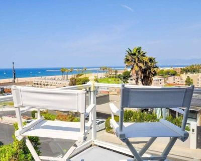 Playa Del Rey 3 bedrooms 2.5 bathrooms house with deck and spa
