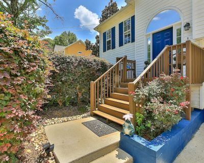 Modern house bright decor a must see! - Lithia Springs