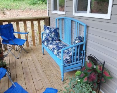 Cozy cabin in the mountains of Appalachia, deck with hot tub available on site - Clay County