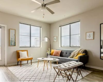 Clean Modern Downtown Apartment with Amazing Amenities - Downtown Chandler