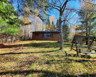 Rustic Lakeside Cabin - Bovey