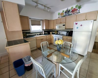 1 Bedroom Cottage in the heart of Downtown. 1/2 block away from Duval Street - Downtown Key West