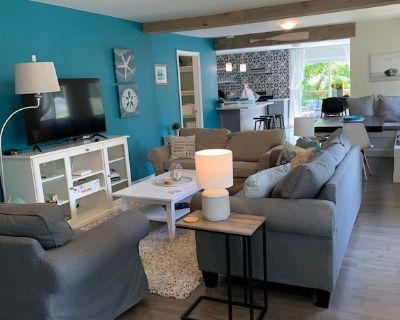 Spotless Bungalow Beach House-close to beach, restaurants and shops! - Crystal Beach