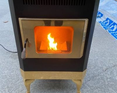 FS Corn Stove, Snow Flame Model 2100 with Gold Trim
